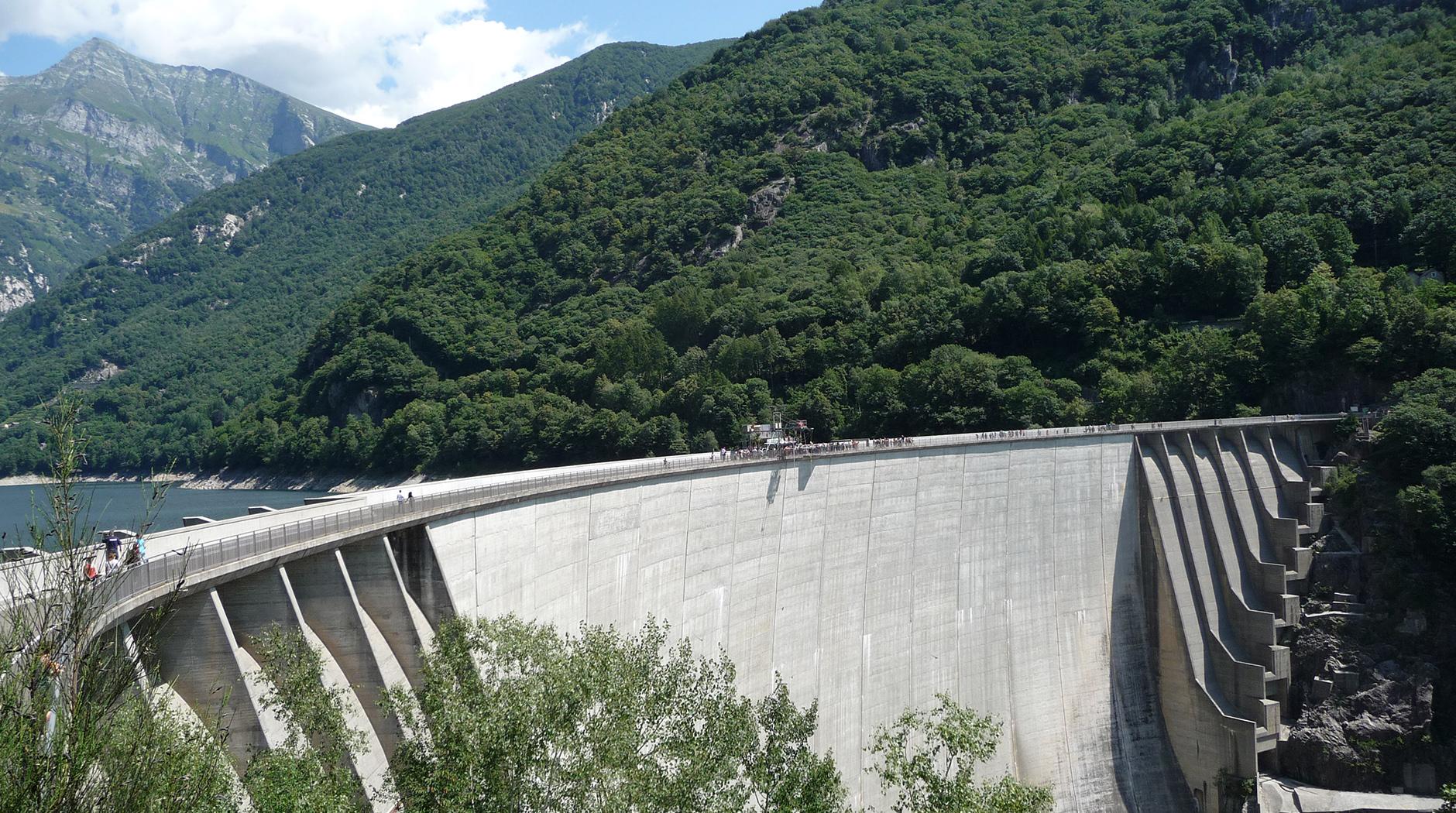 Pierwszy raz na bungee - skok z 220 metrów w Valle Verzasca